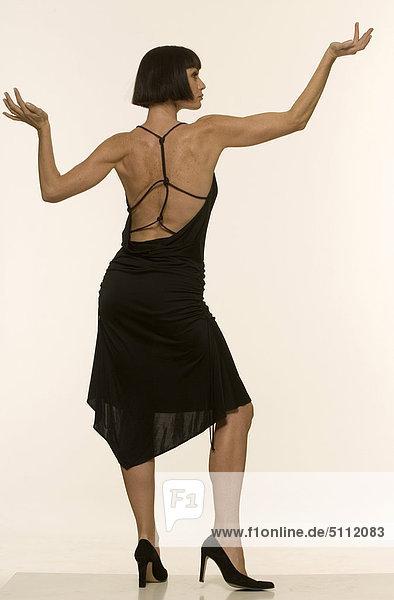 Rückansicht einer Frau trägt elegante Kleid