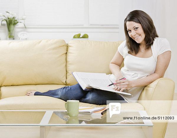 Frau  lernen  Couch