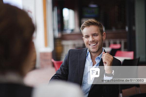 lachen  Geschäftsmann  Mittagessen