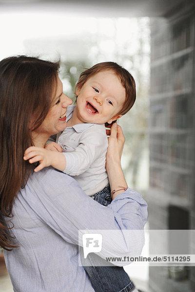 Mutter mit Kleinkind-Sohn