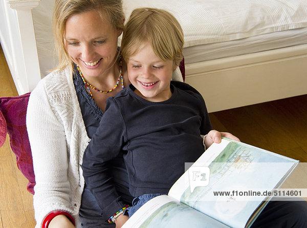Sohn  Schlafzimmer  Mutter - Mensch  vorlesen
