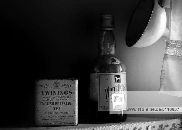 Teand eine Flasche Whisky