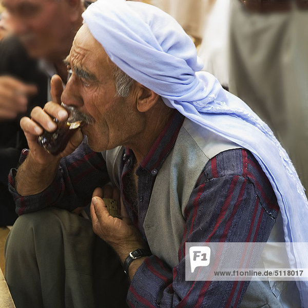 Turkey  Urfa  Bazaar  in the open court of a tea house  men drnks a tea while playng domino