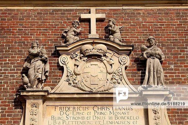überqueren Europa Palast Schloß Schlösser Statue Geographie Kapelle Kreuz Deutschland Nordkirchen Nordrhein-Westfalen Nordrhein-Westfalen