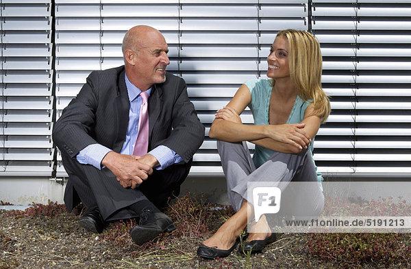 sitzend  Mensch  Menschen  Gras  Business