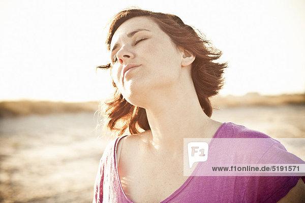 Außenaufnahme  Frau  Entspannung  freie Natur