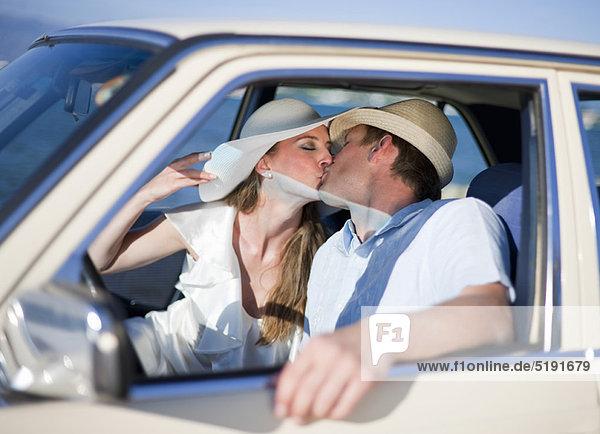 Hochzeit  Auto  küssen