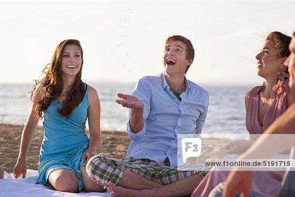 Zusammenhalt  Mensch  Entspannung  Menschen  Strand