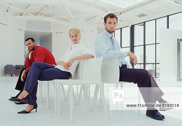 sitzend  Eingangshalle  Mensch  Menschen  Business