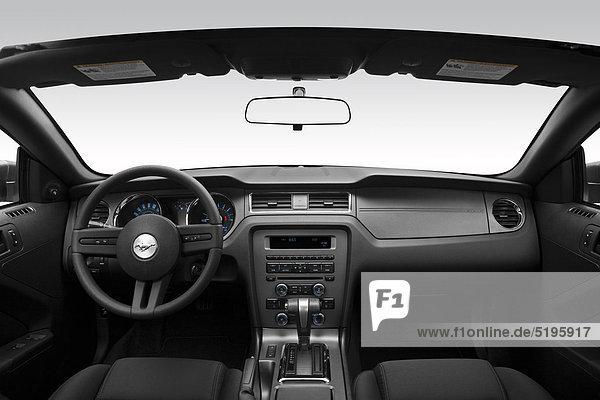 2012 Ford Mustang V6 in Silber - Dashboard  Mittelkonsole  gear Shifter-Ansicht