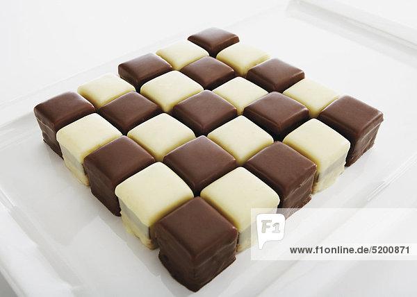 Dominosteine aus Schokolade  schwarz und weiß
