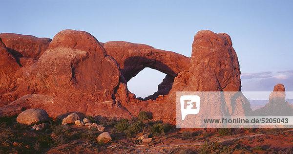 Roter Sandsteinbogen  Arches Nationalpark  Utah  USA