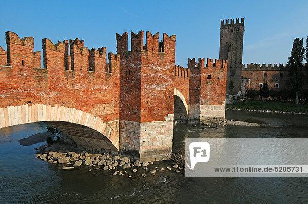 Italien  Region Venetien Verona  die Scaligero-Brücke
