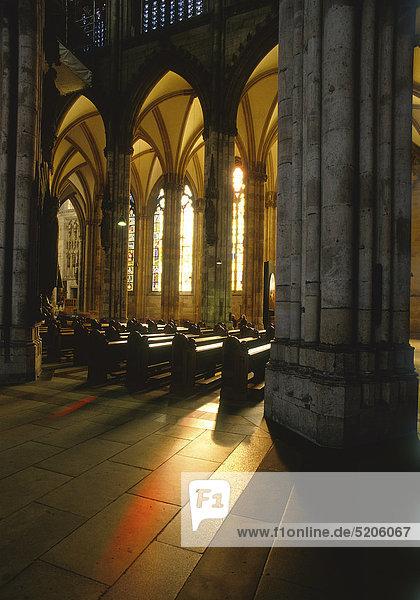 Kölner Dom  Innenraum  Lichteinfall  Deutschland