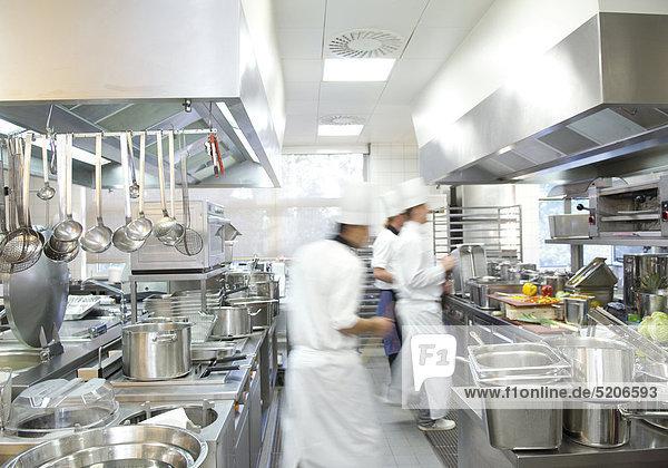Hotelküche  Köche  Bewegung