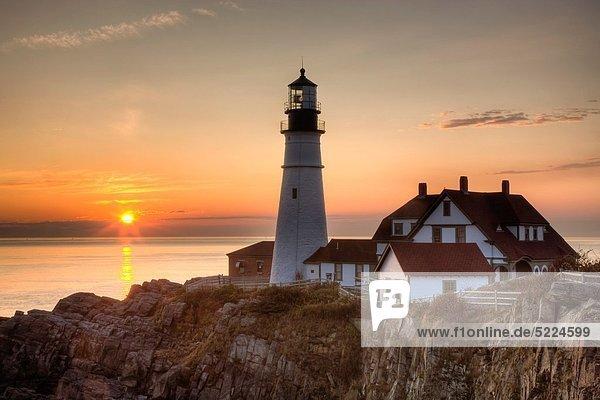 Vereinigte Staaten von Amerika USA reinkommen geben Schutz Beleuchtung Licht Sonnenaufgang Leuchtturm Sonnenlicht Entdeckung Festung Bucht Cape Elizabeth Maine Sonne Williams