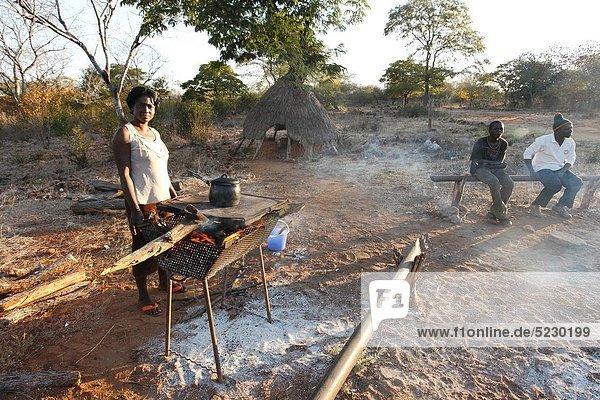 Frau Vorbereitung Gericht Mahlzeit Zimbabwe