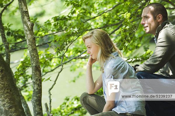 Paar Aussicht betrachten in der Natur
