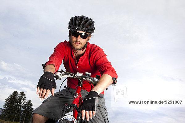 Mountainbiker  St. Johann  Tirol  Österreich