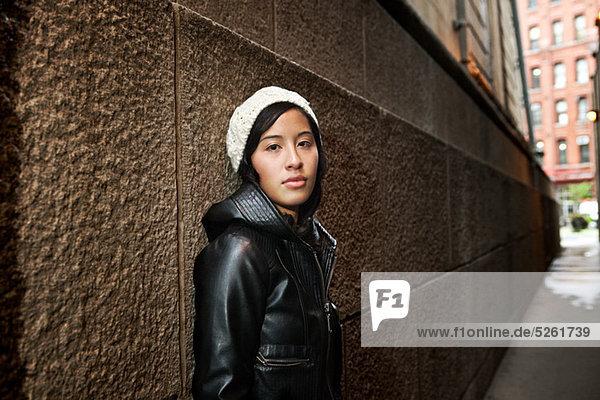 Young Woman wearing stricken Hut von Mauer