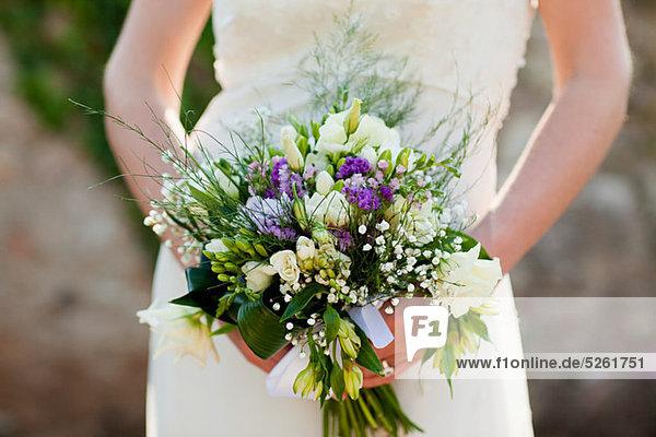 Braut mit Blumenstrauß  Nahaufnahme Braut mit Blumenstrauß, Nahaufnahme
