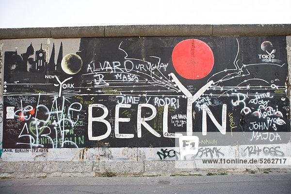 Graffiti an der Berliner Mauer  Berlin  Deutschland Graffiti an der Berliner Mauer, Berlin, Deutschland