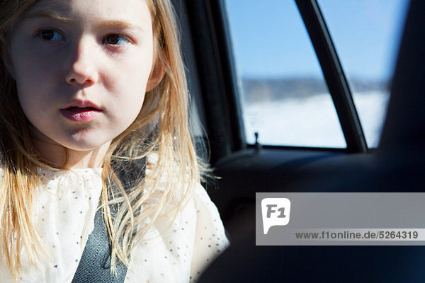 Anschnallgurt Gurt Auto jung Kleidung Mädchen