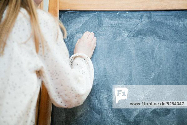 schreiben Mädchen Schreibtafel Tafel unbeschrieben
