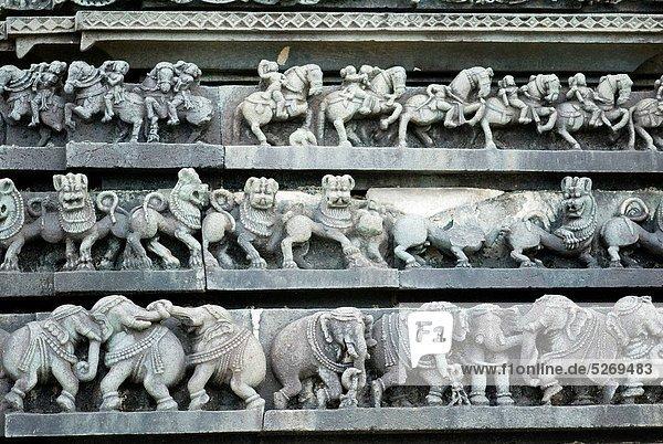Löwe  Panthera leo  Statue  Elefant  Indien  Karnataka Löwe, Panthera leo ,Statue ,Elefant ,Indien ,Karnataka