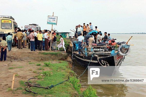 Boot  Fluss  Fähre  Insel  Dienstleistungssektor  Assam  Indien