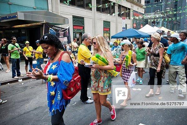 Einkaufszentrum  Tag  Lebensmittel  Fest  festlich  klein  Straße  Kultur  Musik  Gast  Festival  Innenstadt  Brasilien  brasilianisch  Manhattan  neu  Sonntag