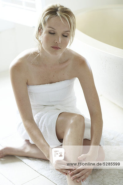 Natural Woman feuchtigkeitsspendende Beine im Badezimmer
