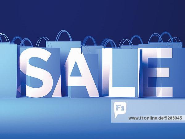 Einkaufstaschen bilden das Wort Sale