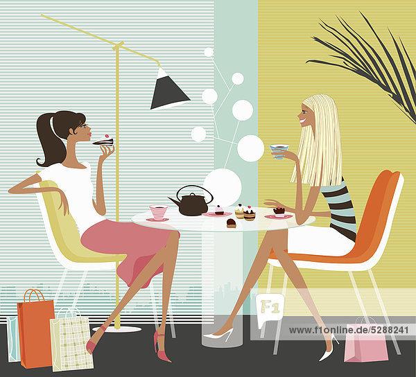Frau trinkt Kaffee in einem stylishen Café