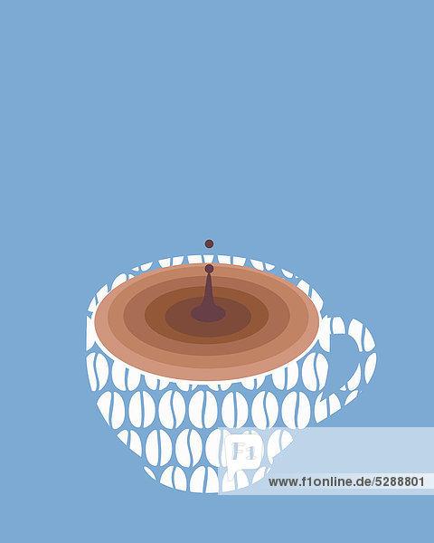 Tropfen fällt in eine Kaffeetasse