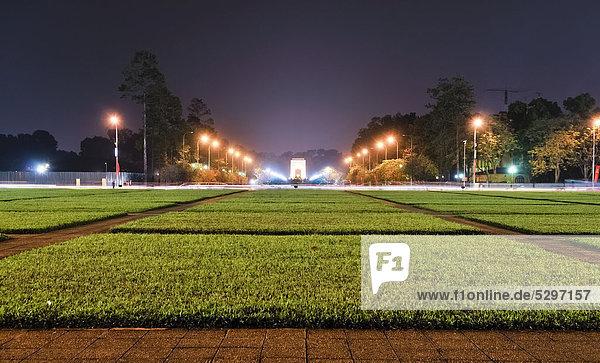 Vorplatz des Kriegerdenkmals  Bac Son Memorial Statue  Dai Tuong Niem Anh Hung  Ba Dinh Platz  Hanoi  Vietnam  S¸dostasien  Asien
