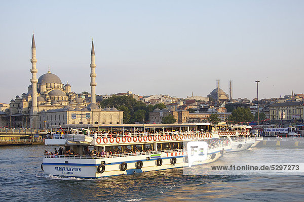 F‰hrschiff und Neue Moschee  Istanbul  T¸rkei
