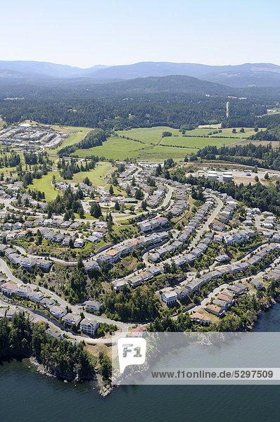 Luftaufnahme  neuere Landschaftsentwicklung in Arbutus Ridge  Cowichan Valley  Vancouver Island  British Columbia  Kanada
