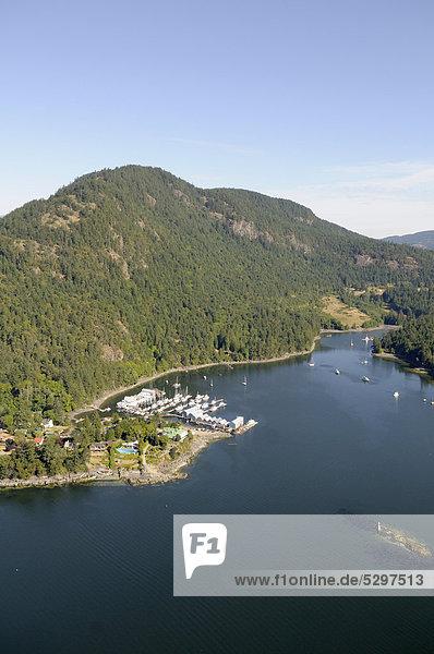 Luftaufnahme  Genoa Bay und Jachthafen Genoa Bay Marina  Vancouver Island  British Columbia  Kanada