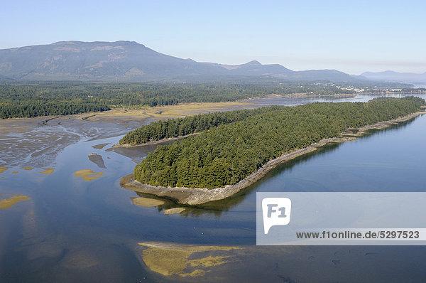 Luftaufnahme  Insel Willy Island  Halalt Island Indian Reserve  Chemainus Flussm¸ndung  Chemainus Valley  Vancouver Island  British Columbia  Kanada