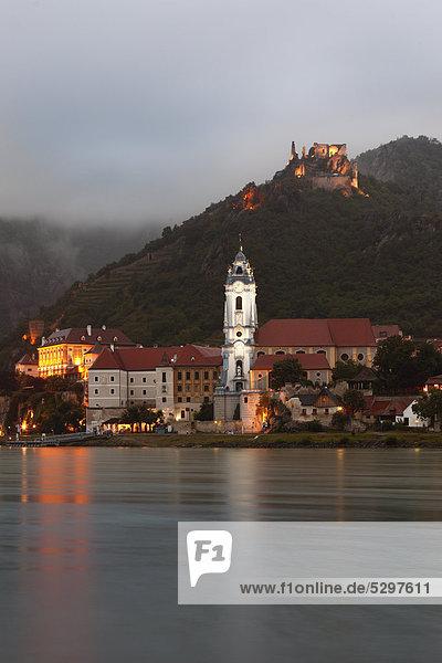 Blick von Rossatzbach ¸ber die Donau auf D¸rnstein  Wachau  Niederˆsterreich  ÷sterreich  Europa