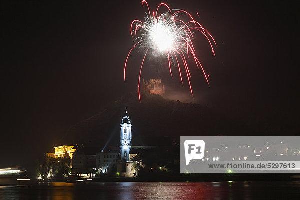 Sonnwendfeier mit Feuerwerk  D¸rnstein  Wachau  Niederˆsterreich  ÷sterreich  Europa