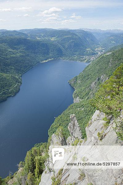 Blick von oben auf den fjord‰hnlichen See Bandak  LÂrdalstigen bei Dalen  Lardalstigen  Telemark  Norwegen  Skandinavien  Nordeuropa  Europa