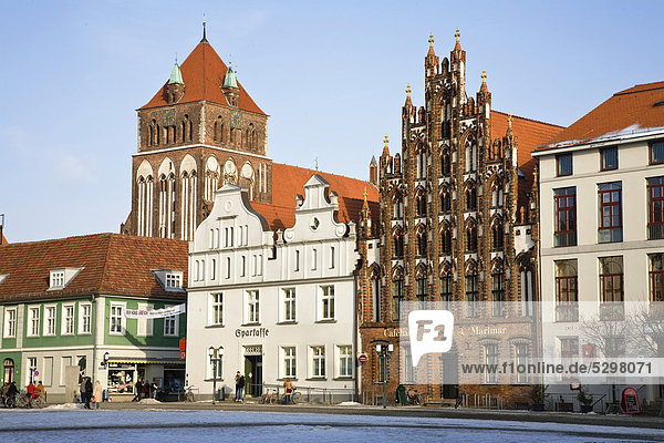 Marketplace with Marienkirche church  Greifswald  Mecklenburg Western Pomerania  Germany  Europe