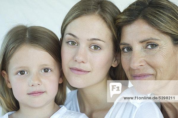 Mutter  Tochter und Großmutter  Portrait