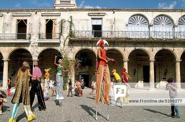 Cuba  Havana  street entertainers
