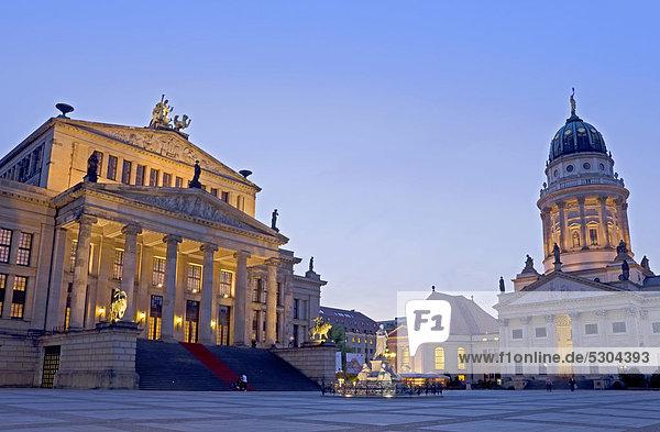 Berlin  Hauptstadt  Europa  französisch  Abend  Halle  Kathedrale  Klassisches Konzert  Klassik  Konzert  Deutschland