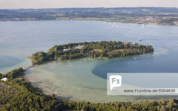Luftaufnahme  Blumeninsel Mainau im Bodensee mit Blickrichtung Unter-Uhldingen  Landkreis Konstanz  Baden-Württemberg  Deutschland  Europa