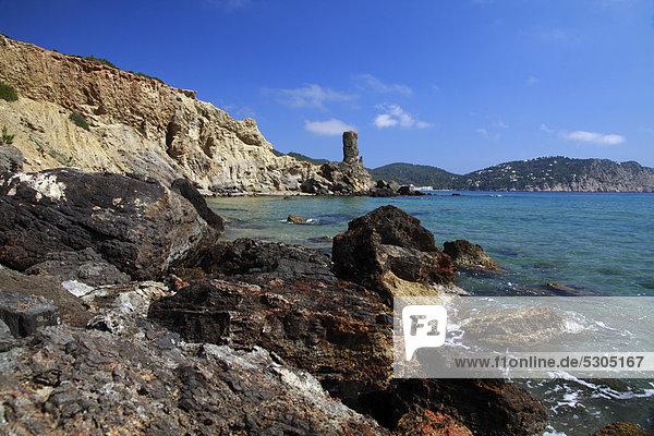 Felsen am Strand von Es Figueral  Ibiza  Spanien  Europa