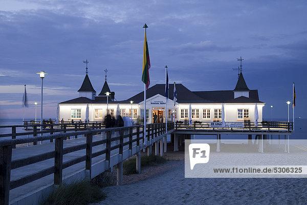 Europa Kai Ostsee Baltisches Meer Abenddämmerung Deutschland Mecklenburg-Vorpommern Usedom
